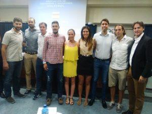 Jugadores de voleibol en la presentación de la AJJV